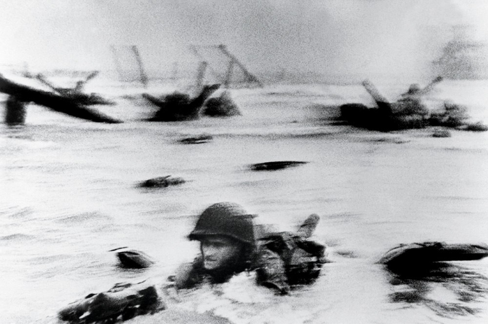 photographer-robert-capa-d-day.sl.10.robert-capa-d-day-ss07
